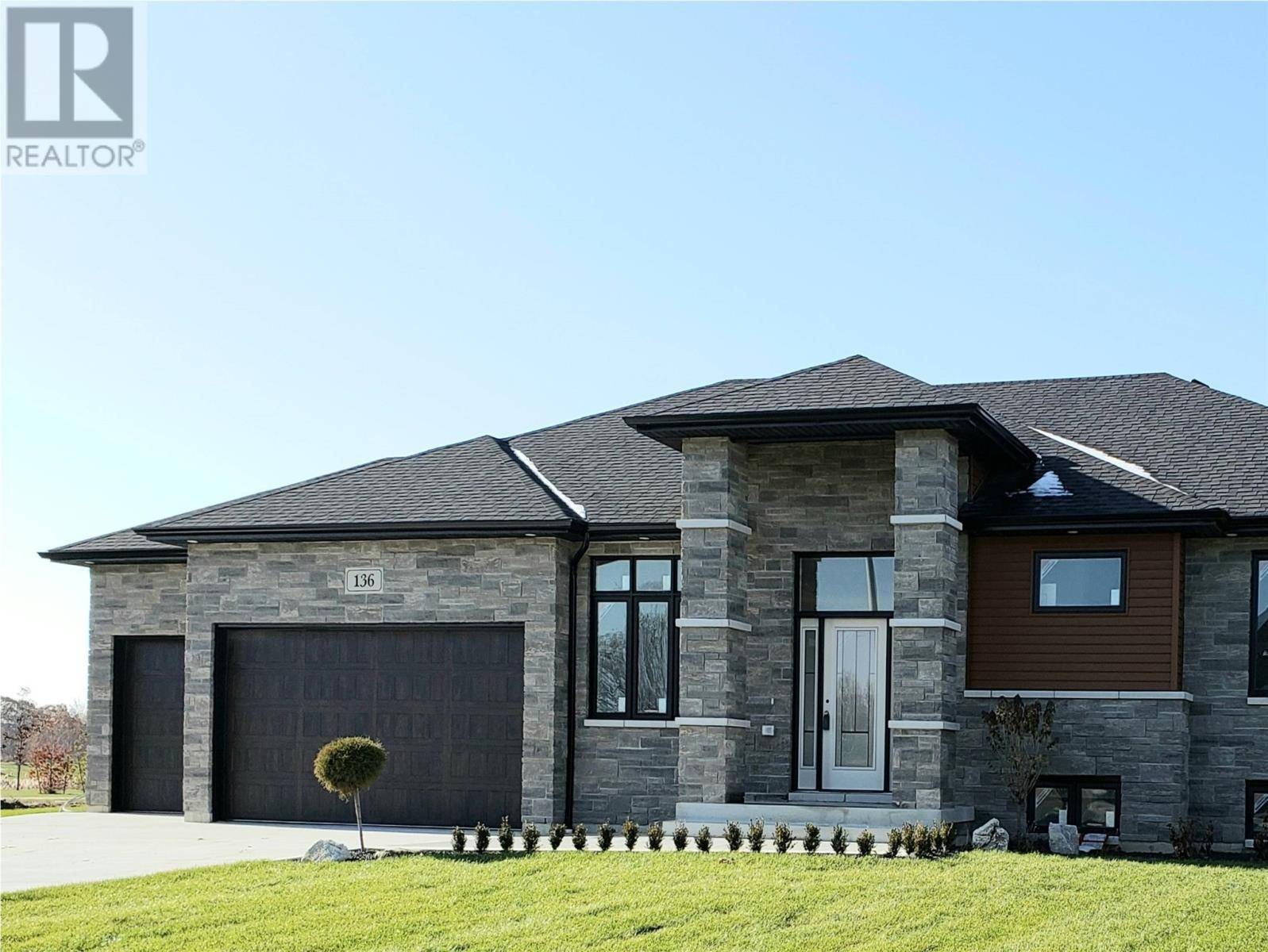 House for sale at 136 Golfview Dr Kingsville Ontario - MLS: 19027940