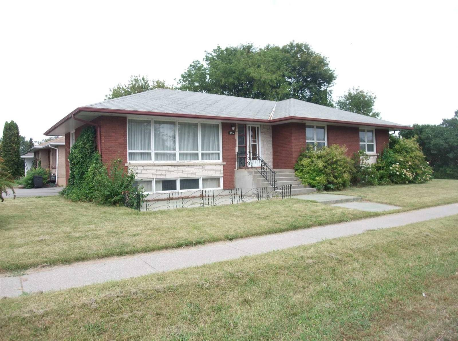 House for sale at 136 Maplewood St S Thunder Bay Ontario - MLS: TB192980