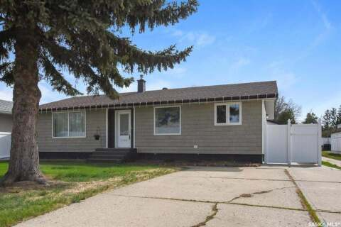 House for sale at 1366 Queen Cres Moose Jaw Saskatchewan - MLS: SK801067