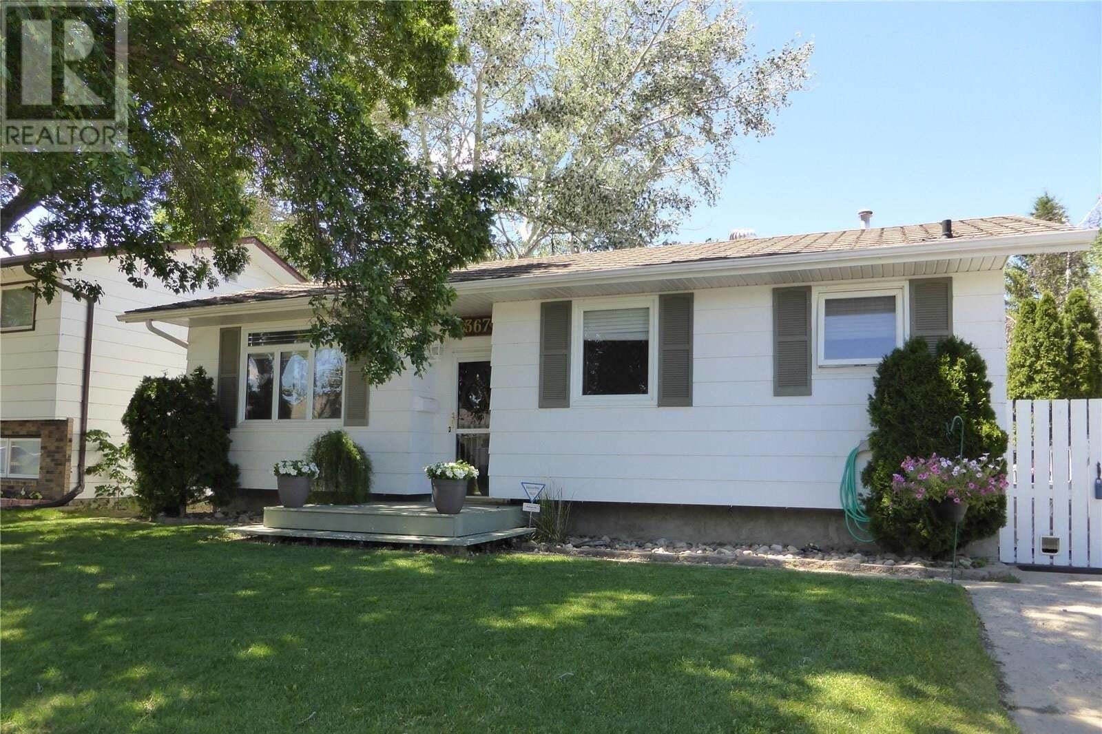 House for sale at 1367 Manitou Cres Moose Jaw Saskatchewan - MLS: SK812795