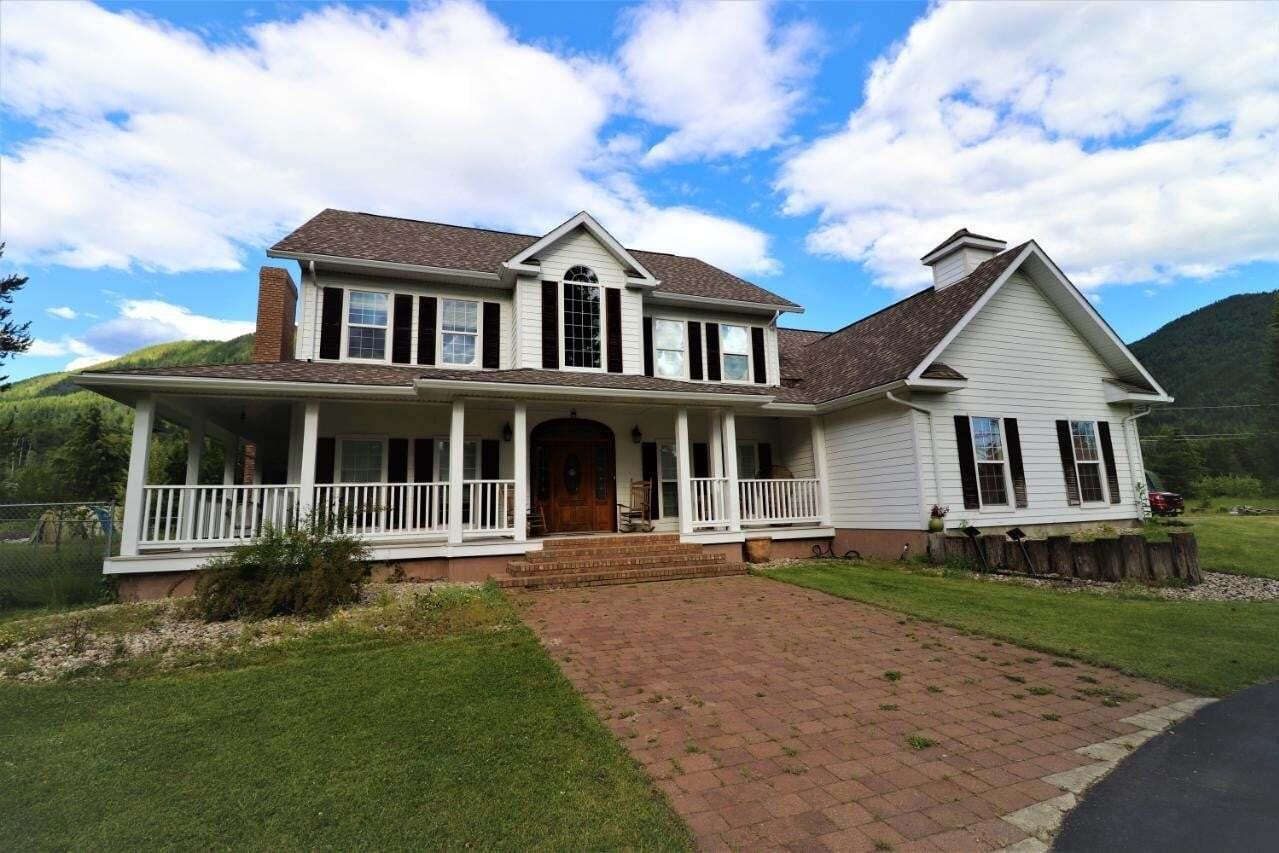 House for sale at 1368 Columbia Road  Castlegar British Columbia - MLS: 2452784