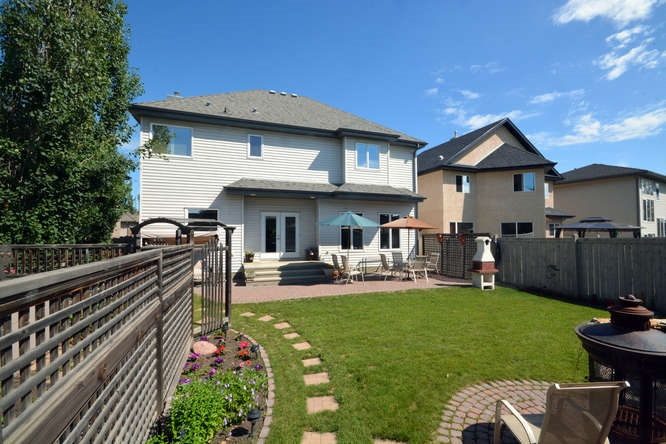 For Rent: 137 Caldwell Way, Edmonton, AB | 3 Bed, 2 Bath House for $588,000. See 29 photos!