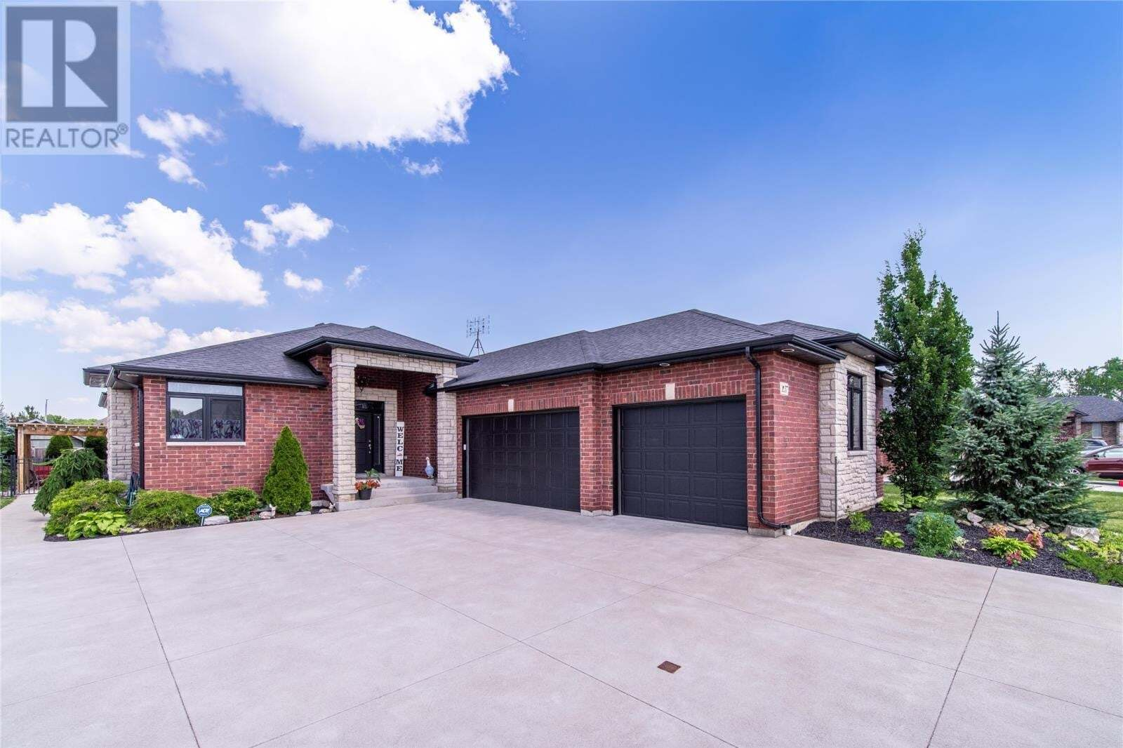 House for sale at 137 Goodburn Ct Essex Ontario - MLS: 20007987