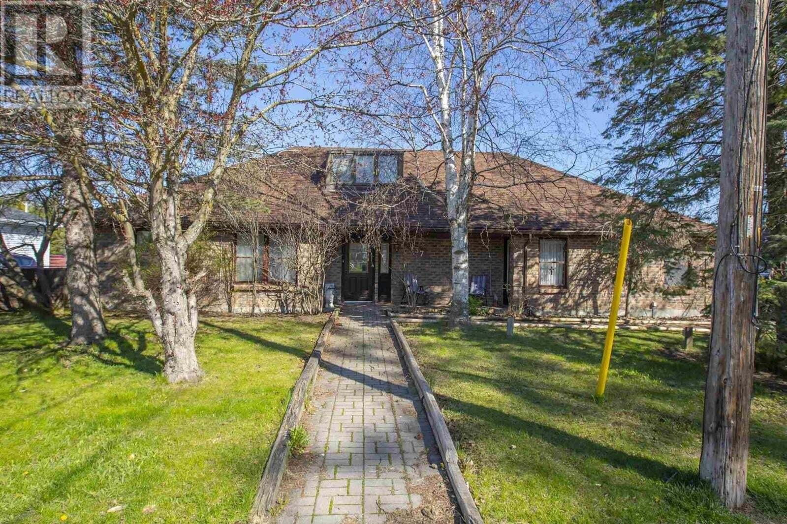House for sale at 137 Thomas St Napanee Ontario - MLS: K20000814