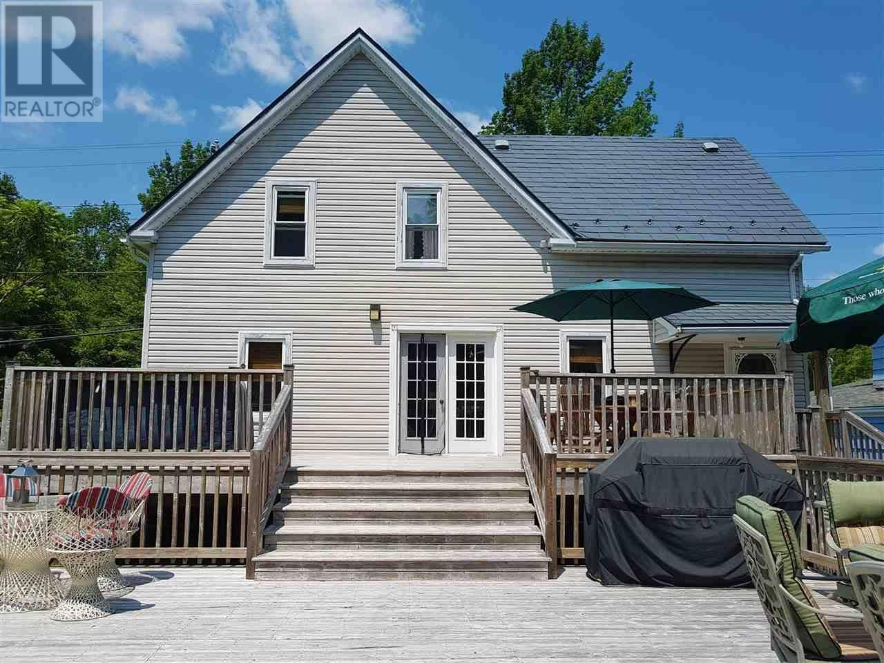 House for sale at 137 Victoria Rd Bridgewater Nova Scotia - MLS: 201916110
