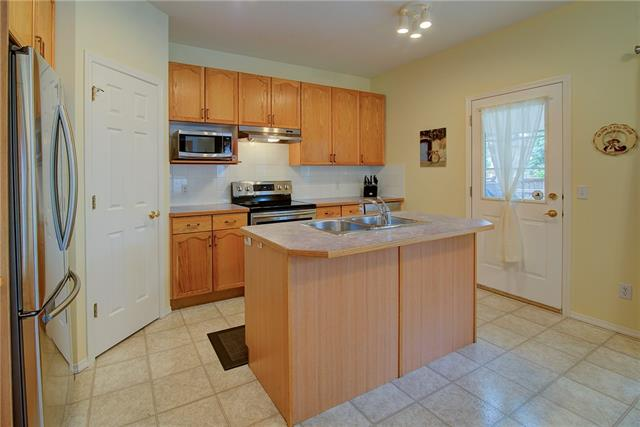 For Sale: 1370 Strathcona Drive Southwest, Calgary, AB   4 Bed, 2 Bath House for $669,900. See 31 photos!