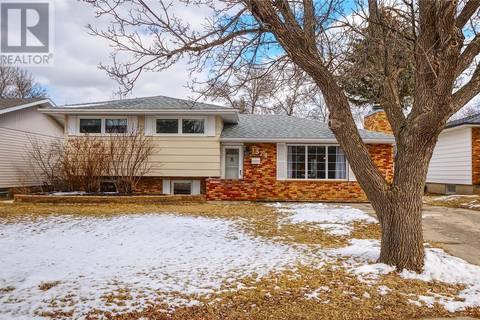 House for sale at 1374 Queen Cres Moose Jaw Saskatchewan - MLS: SK803672