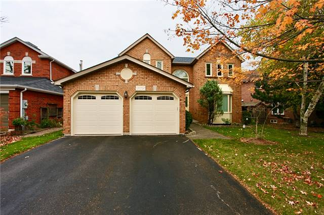 For Sale: 1375 Silversmith Drive, Oakville, ON | 4 Bed, 4 Bath House for $1,398,000. See 20 photos!