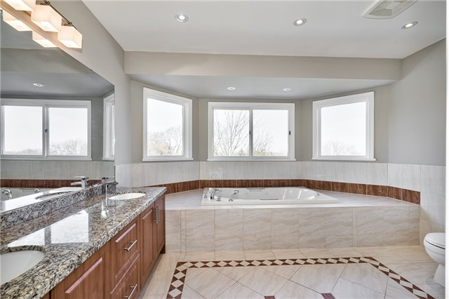 For Sale: 1378 Winterberry Drive, Burlington, ON | 4 Bed, 4 Bath House for $1,249,000. See 20 photos!