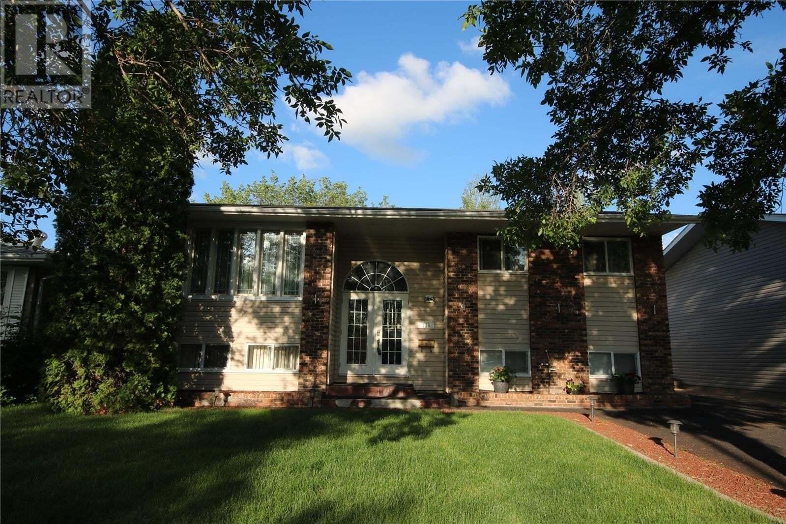 House for sale at 138 Schneider Cres Regina Saskatchewan - MLS: SK814627