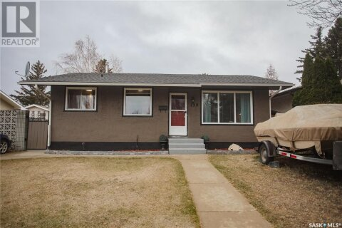 House for sale at 139 Wardlow Cres Saskatoon Saskatchewan - MLS: SK831555