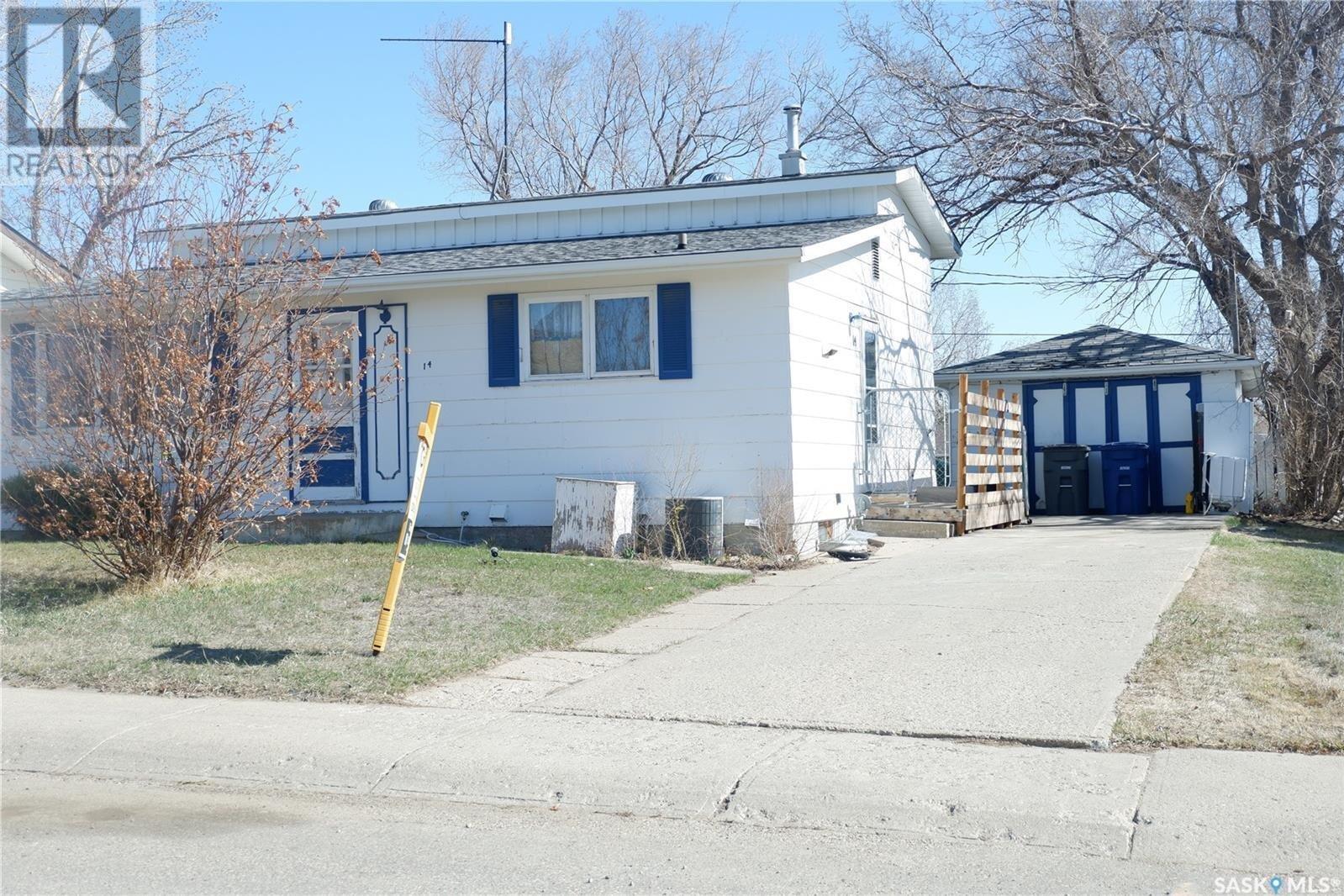 House for sale at 14 Kasper Cres Assiniboia Saskatchewan - MLS: SK830801