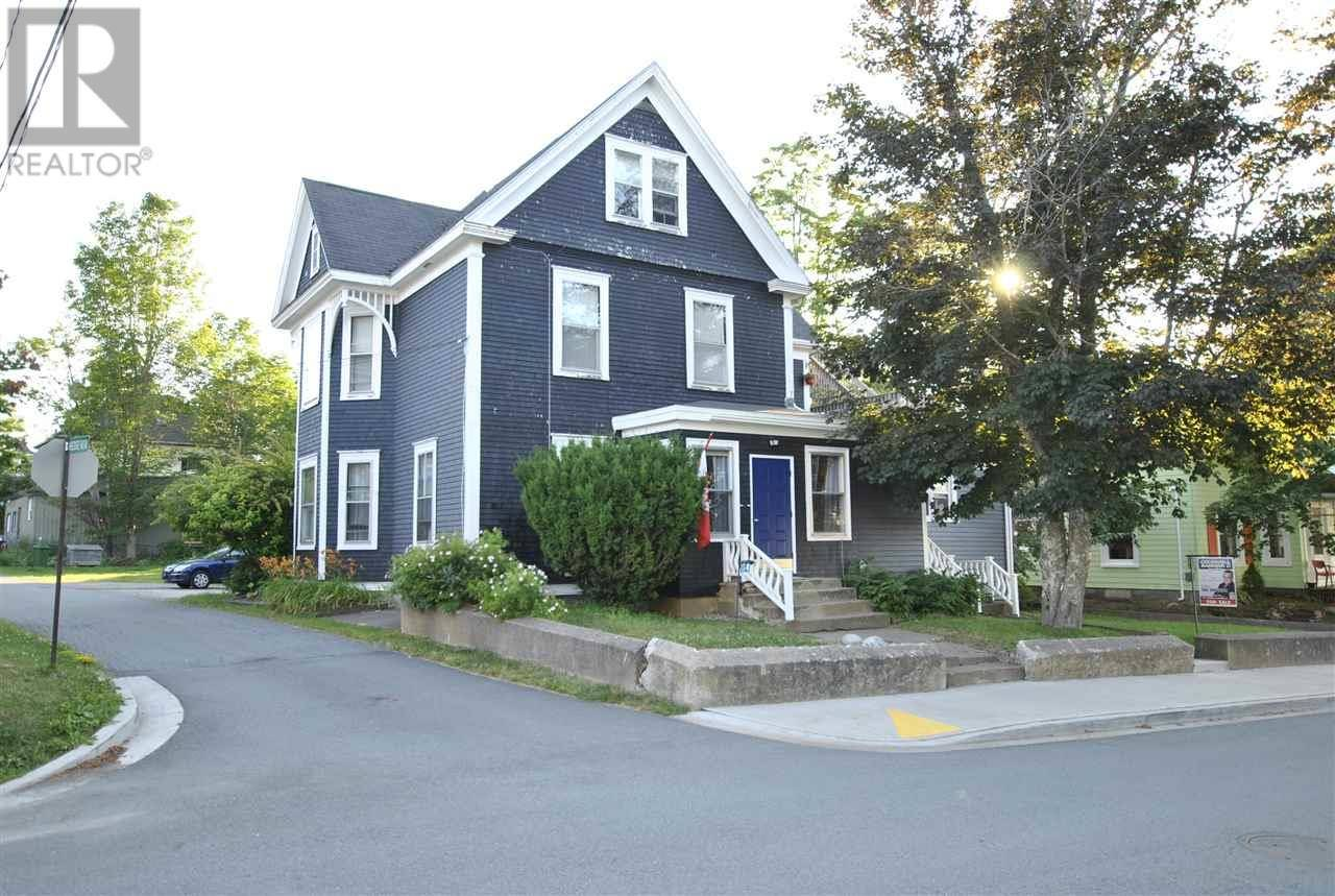 House for sale at 14 Pleasant St Mahone Bay Nova Scotia - MLS: 201918154