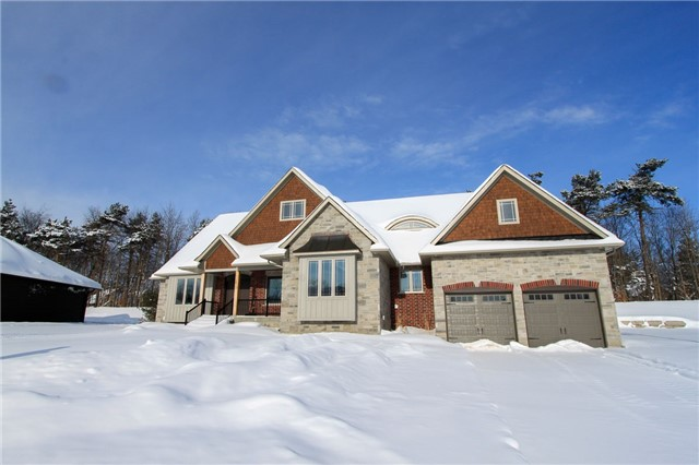 For Sale: 14 Ridgewood Court, Oro Medonte, ON | 2 Bed, 3 Bath House for $1,098,000. See 19 photos!