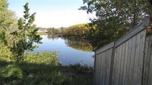 Home for sale at 14 Rockford Pk Northwest Calgary Alberta - MLS: C4243328