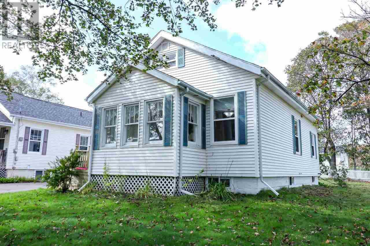 House for sale at 14 Wendy Dr Charlottetown Prince Edward Island - MLS: 201923709