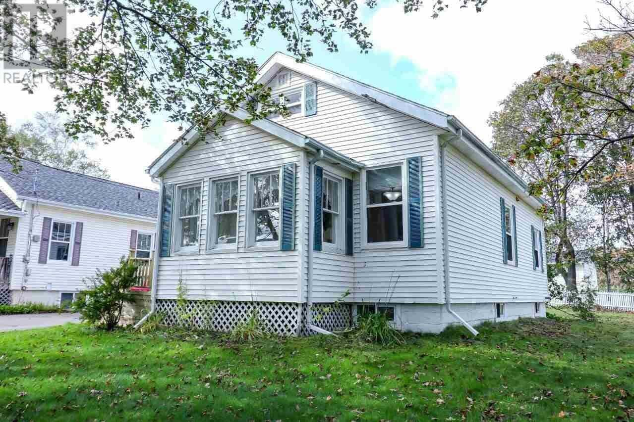 House for sale at 14 Wendy Dr Charlottetown Prince Edward Island - MLS: 202008034