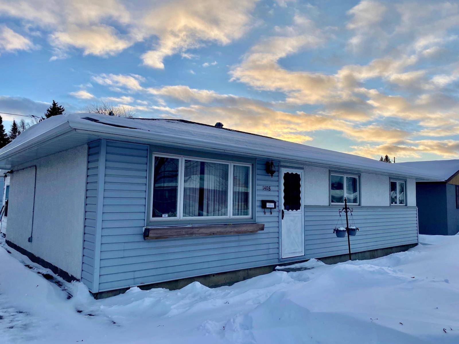 House for sale at 1408 Mary St W Thunder Bay Ontario - MLS: TB193353