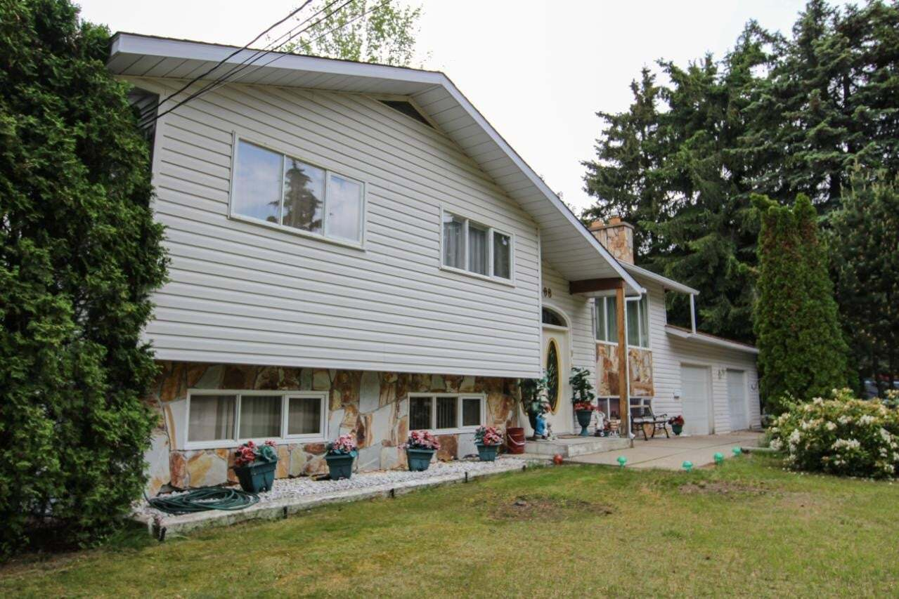House for sale at 1408 Meadowbrook Drive  Castlegar British Columbia - MLS: 2452326