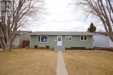 House for sale at 1410 Smith St Moose Jaw Saskatchewan - MLS: SK805107