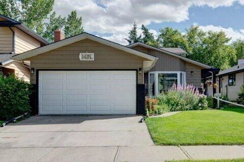 House for sale at 14111 Deer Run Blvd SE Calgary Alberta - MLS: A1033418