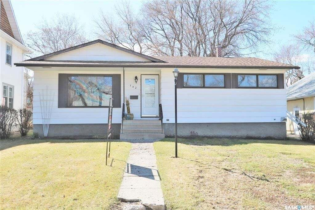 House for sale at 142 Fourth Ave N Yorkton Saskatchewan - MLS: SK815099