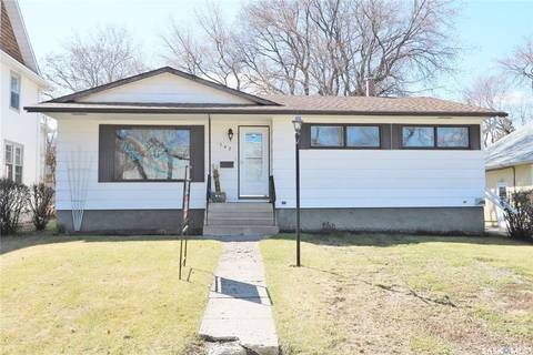 House for sale at 142 Fourth Ave N Yorkton Saskatchewan - MLS: SK797895