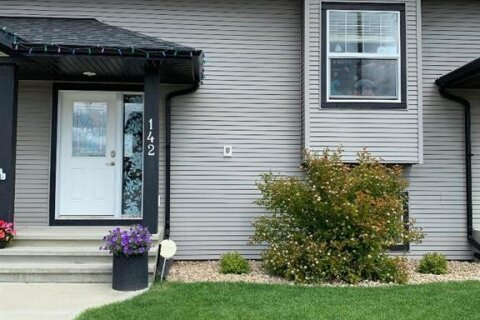Townhouse for sale at 142 Henderson Cres Penhold Alberta - MLS: CA0189272