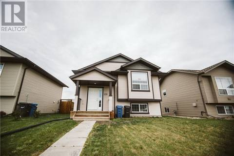 House for sale at 142 Newton Dr Penhold Alberta - MLS: ca0157041