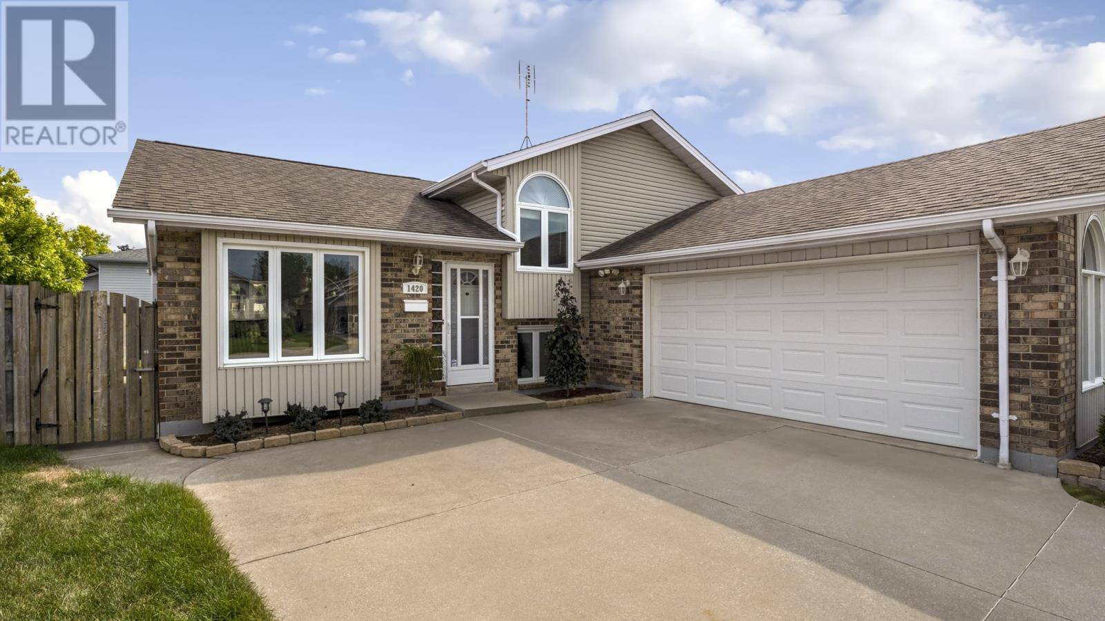 House for sale at 1420 Sugarwood  Lasalle Ontario - MLS: 19024978