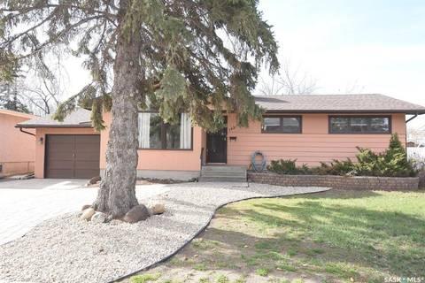House for sale at 1421 Parker Ave Regina Saskatchewan - MLS: SK770595