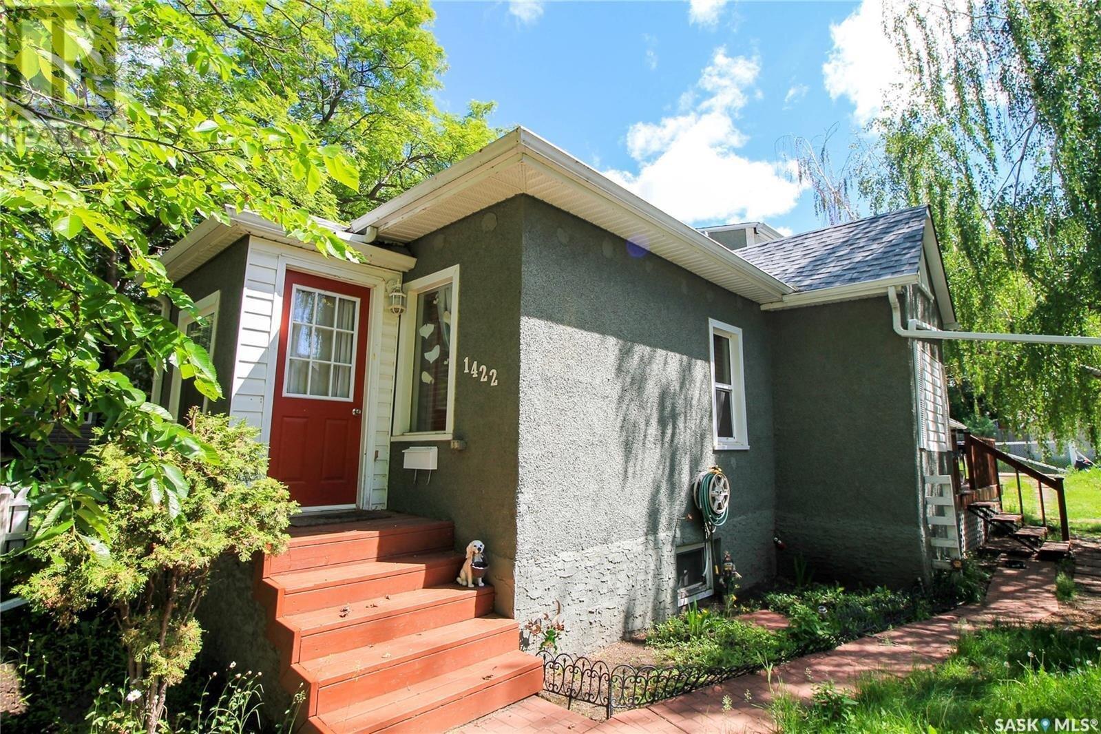 House for sale at 1422 103rd St North Battleford Saskatchewan - MLS: SK833232