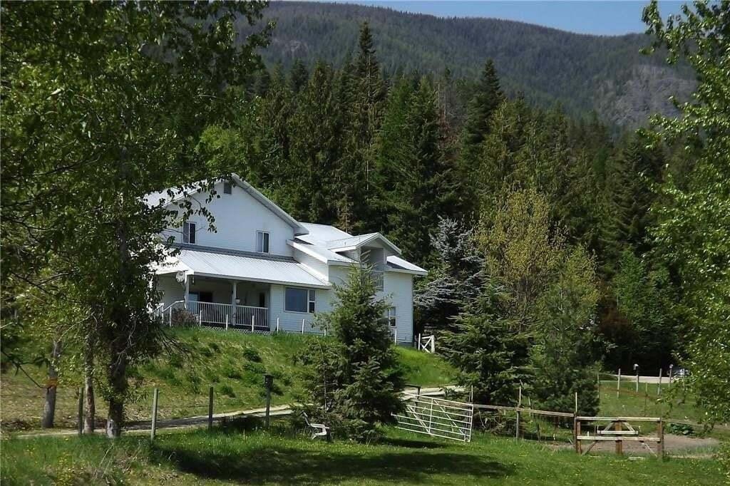 House for sale at 1425 West Creston Road  Creston British Columbia - MLS: 2441952