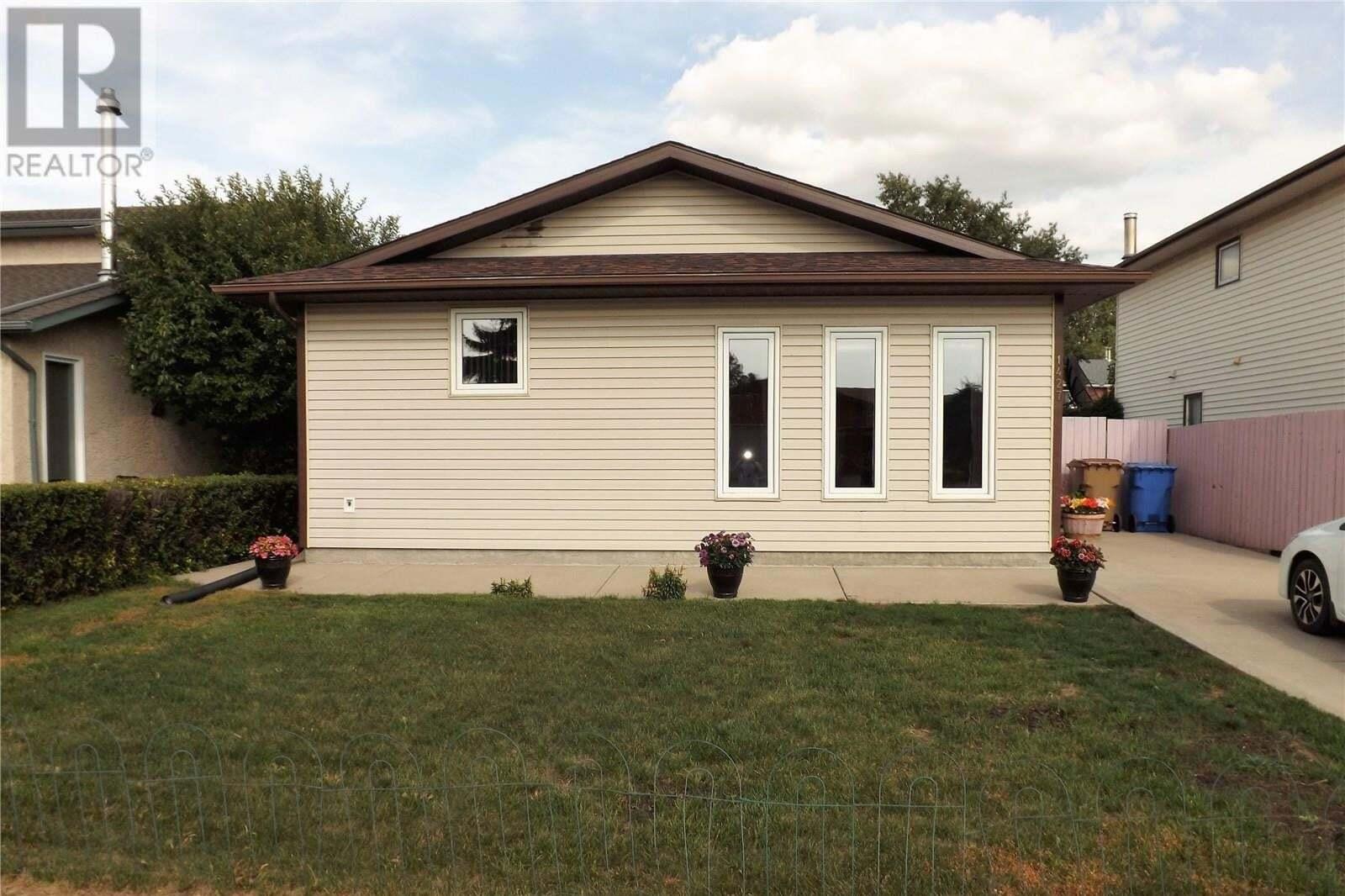 House for sale at 1427 Oxford St Regina Saskatchewan - MLS: SK819492