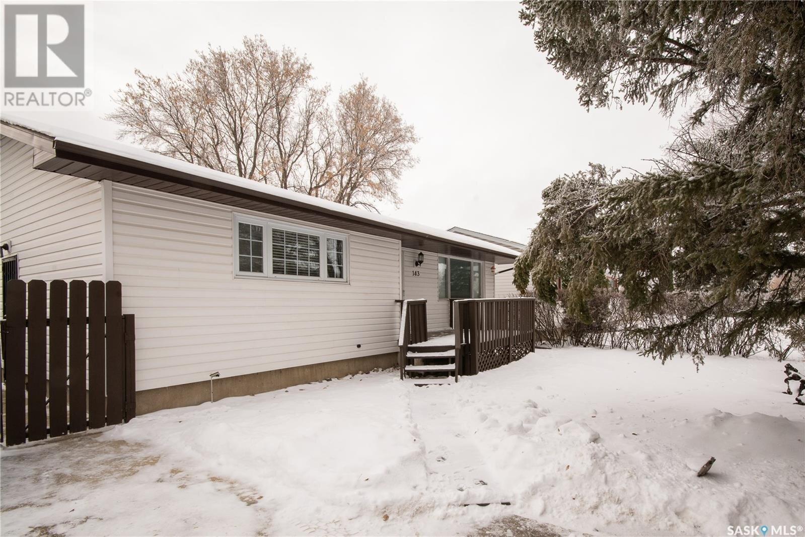 House for sale at 143 Upland Dr Regina Saskatchewan - MLS: SK835932