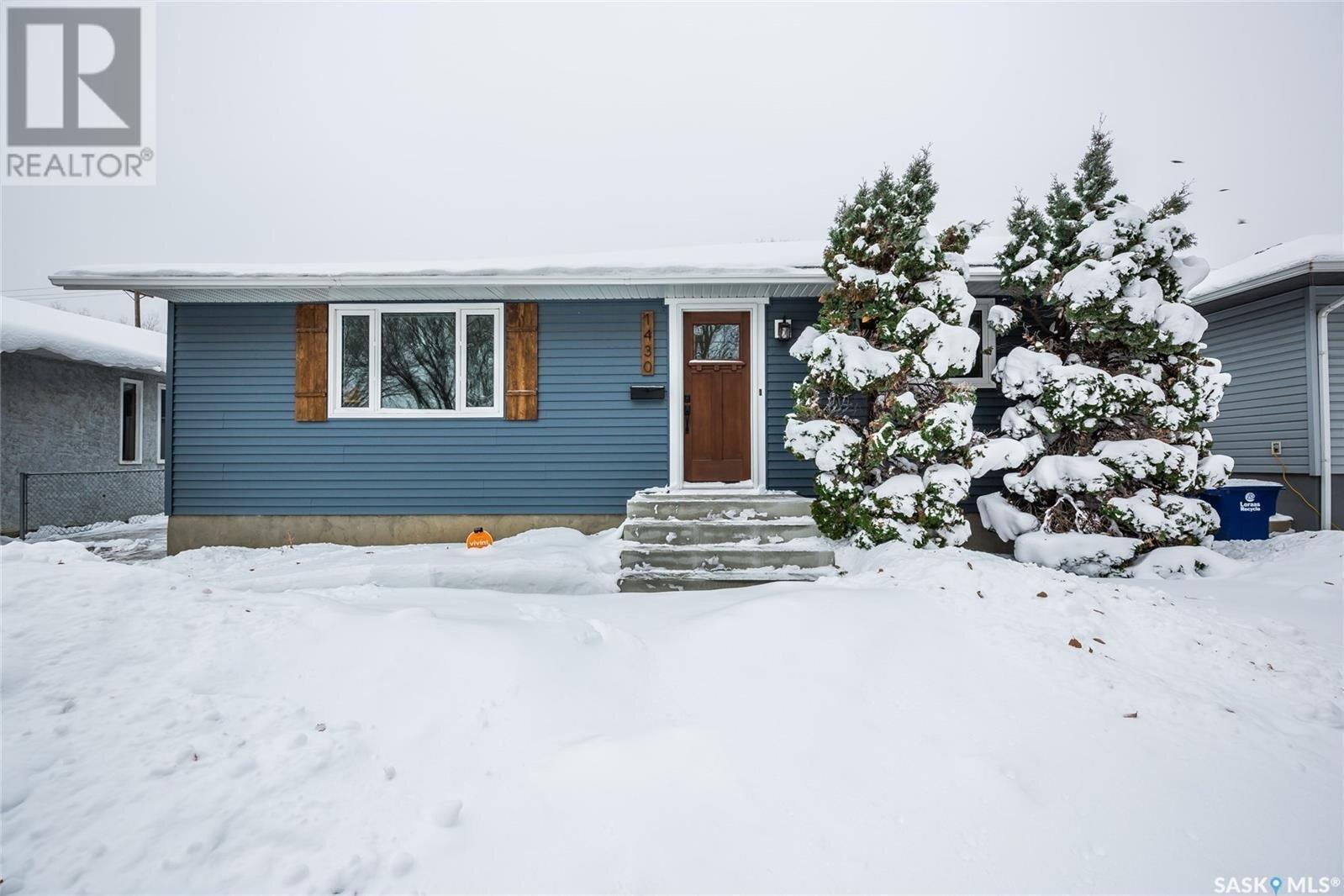 House for sale at 1430 I Ave N Saskatoon Saskatchewan - MLS: SK833895