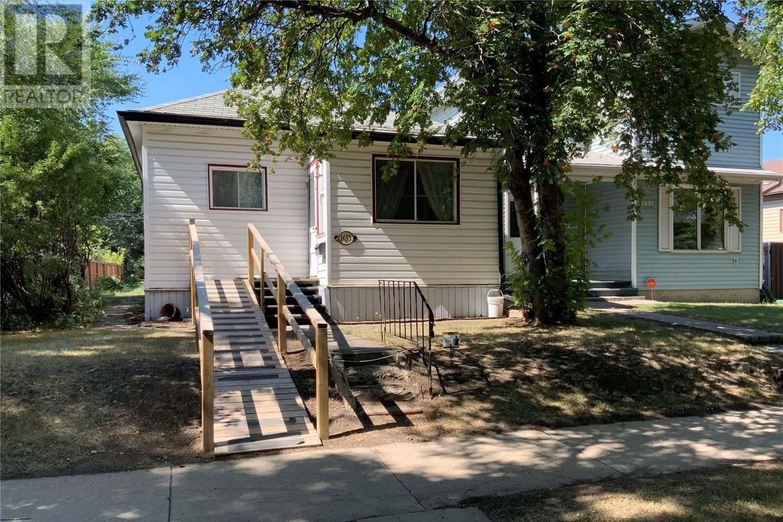 House for sale at 1433 B Ave N Saskatoon Saskatchewan - MLS: SK823594