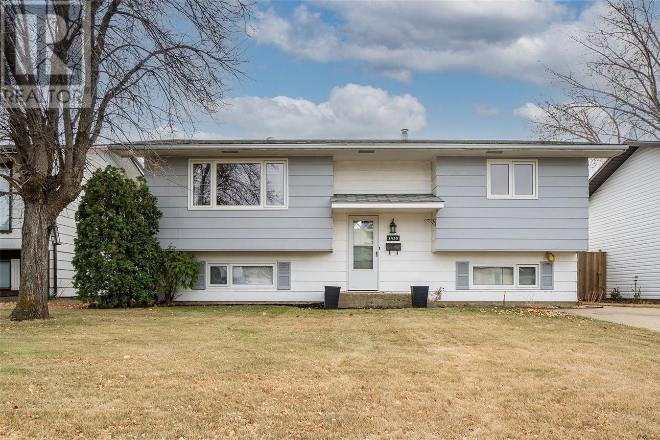 House for sale at 1435 Spadina St SW Moose Jaw Saskatchewan - MLS: SK831568
