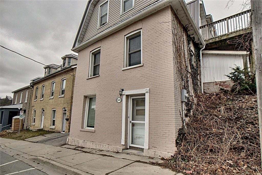 Townhouse for sale at 144 Grand River St N Brantford Ontario - MLS: H4075437