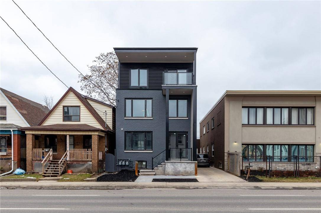 Townhouse for sale at 144 Wellington St N Hamilton Ontario - MLS: H4071732