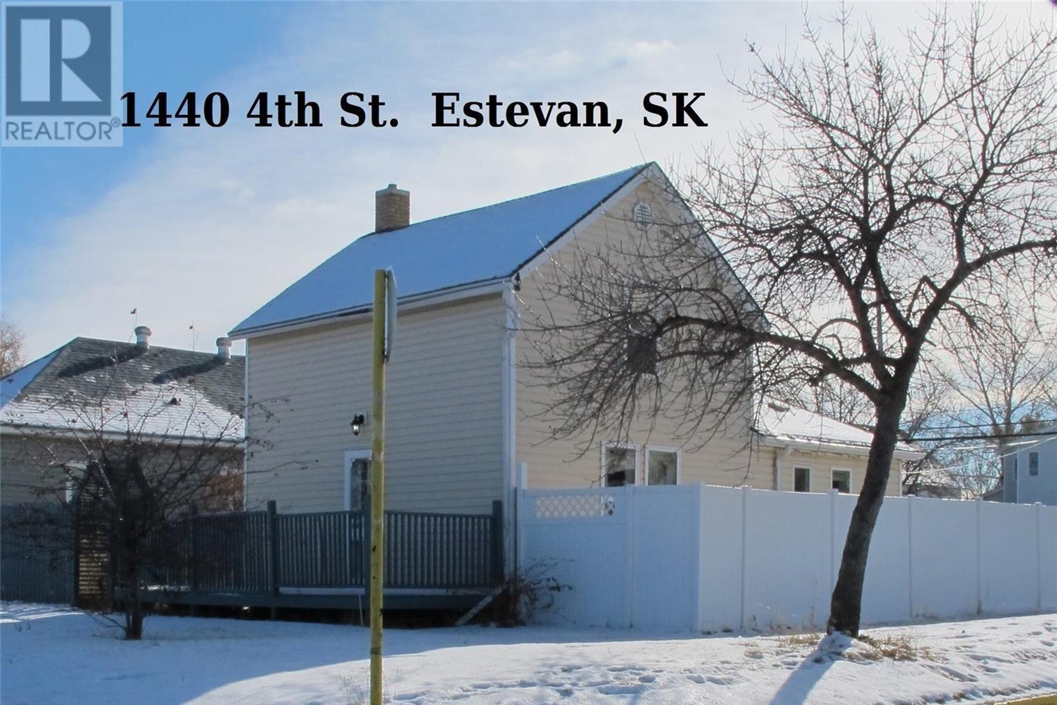House for sale at 1440 4th St Estevan Saskatchewan - MLS: SK831485