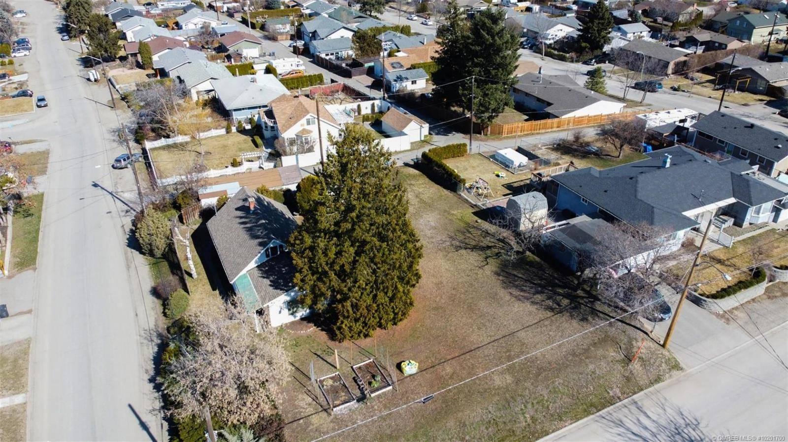House for sale at 1447 Elm St East Kelowna British Columbia - MLS: 10201700