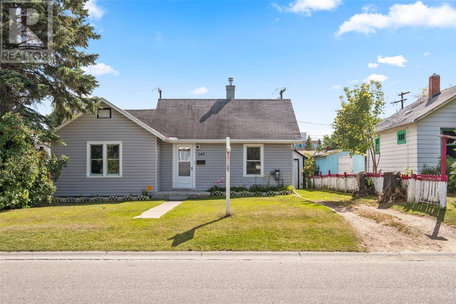 House for sale at 145 26th St W Prince Albert Saskatchewan - MLS: SK784810