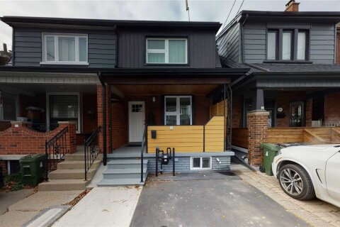 Townhouse for sale at 146 Blackthorn Ave Toronto Ontario - MLS: W4998625