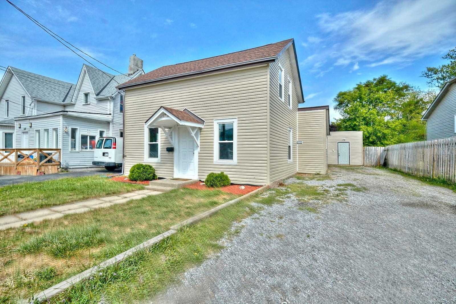 For Sale: 146 Oakdale Avenue, St Catharines, ON | 3 Bed, 2 Bath House for $379999.00.