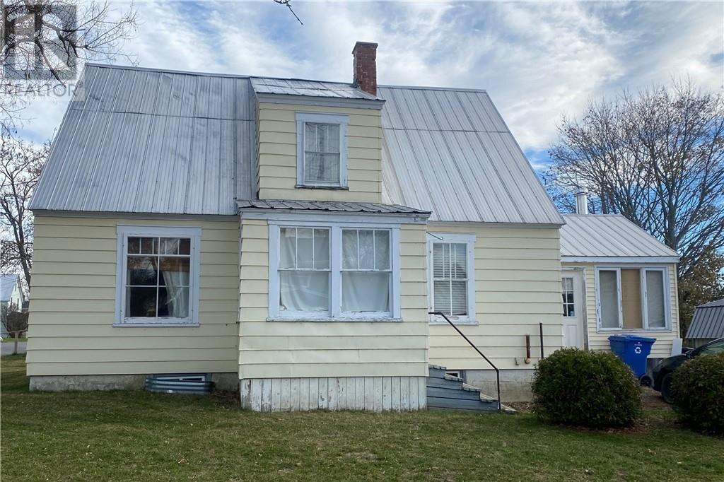 House for sale at 146 Orange St Woodstock New Brunswick - MLS: NB051454