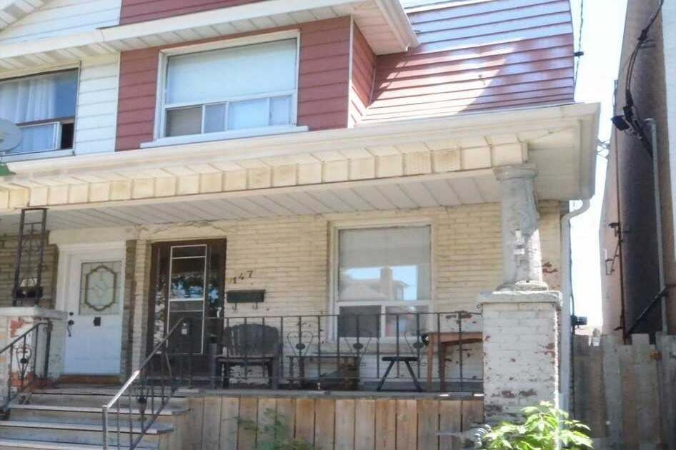 Townhouse for sale at 147 Lansdowne Ave Toronto Ontario - MLS: W4809614