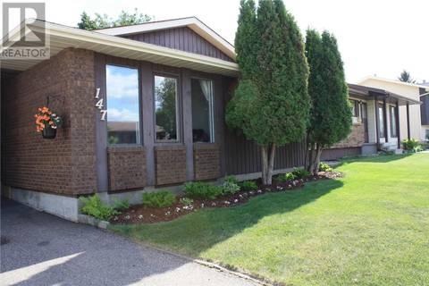 House for sale at 147 Nesbitt Cres Saskatoon Saskatchewan - MLS: SK774234