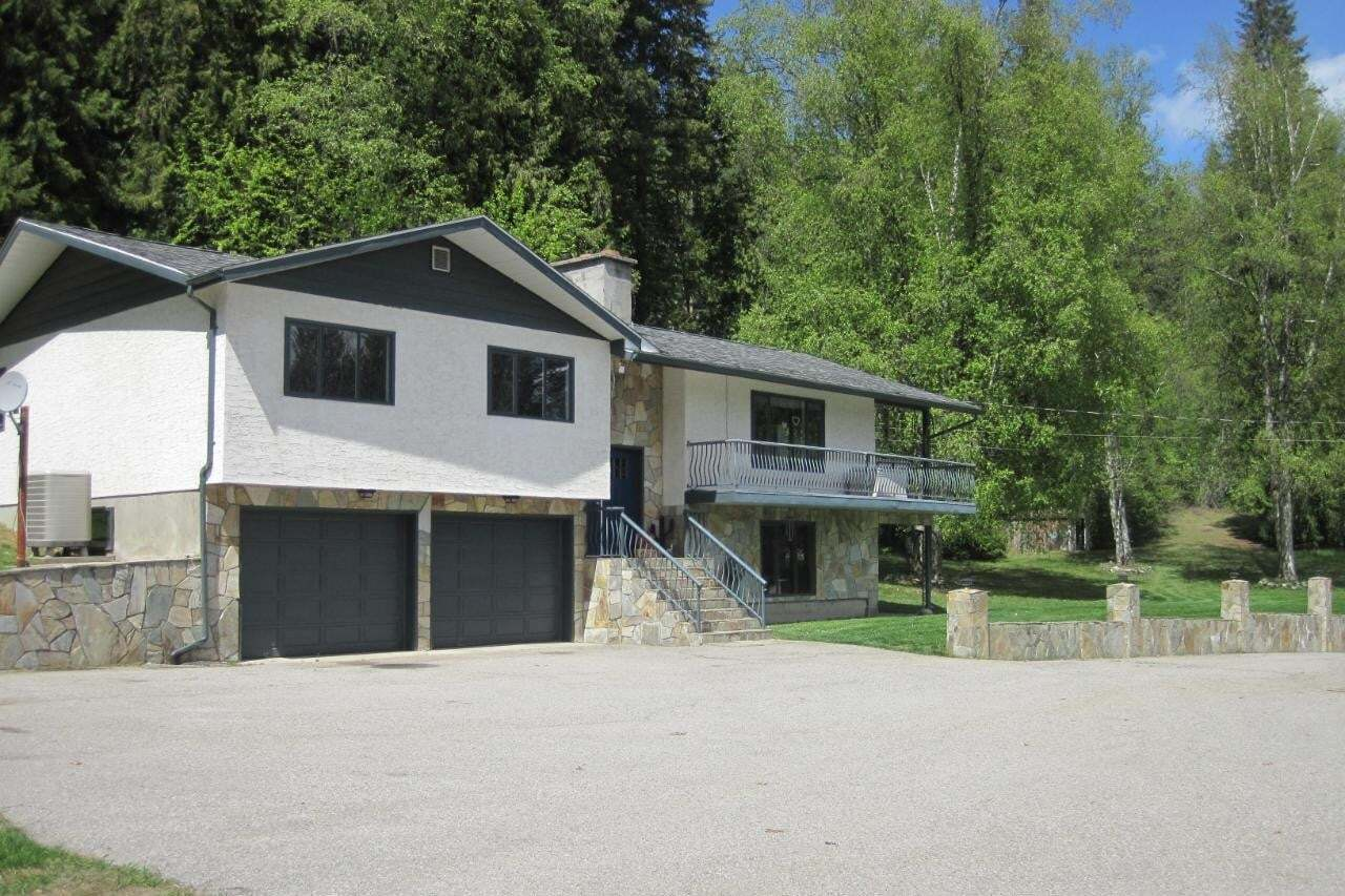 House for sale at 1473 Meadowbrook Drive  Castlegar British Columbia - MLS: 2450439