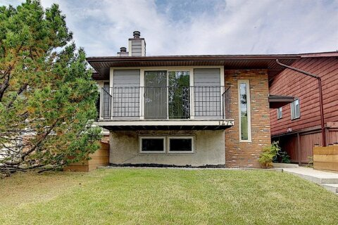 Townhouse for sale at 1475 Berkley Dr NW Calgary Alberta - MLS: A1033887